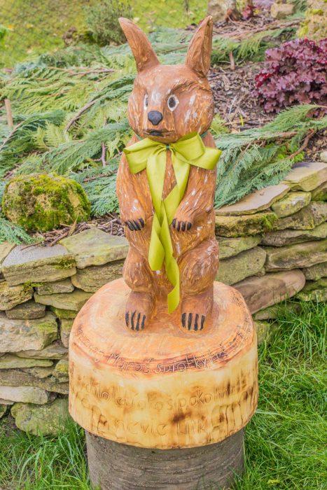 Drevorezba zajac darček