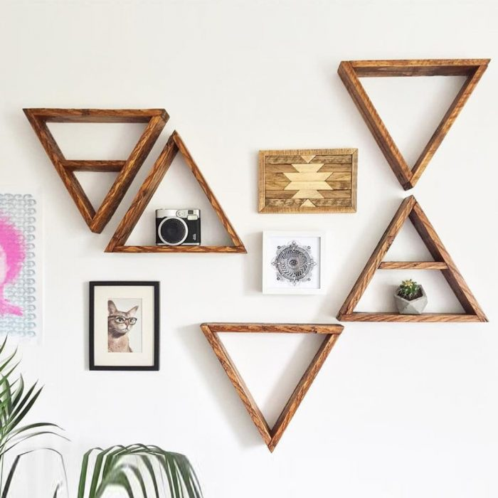 drevena polica trojuholnik