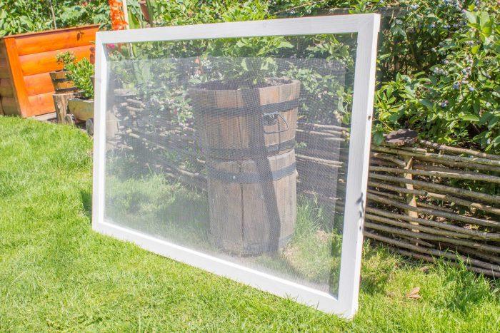 drevena sietka na okno